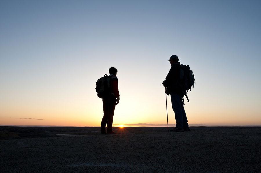 Wanderreisen gehören auch auf eine Bucket List für echte Männer